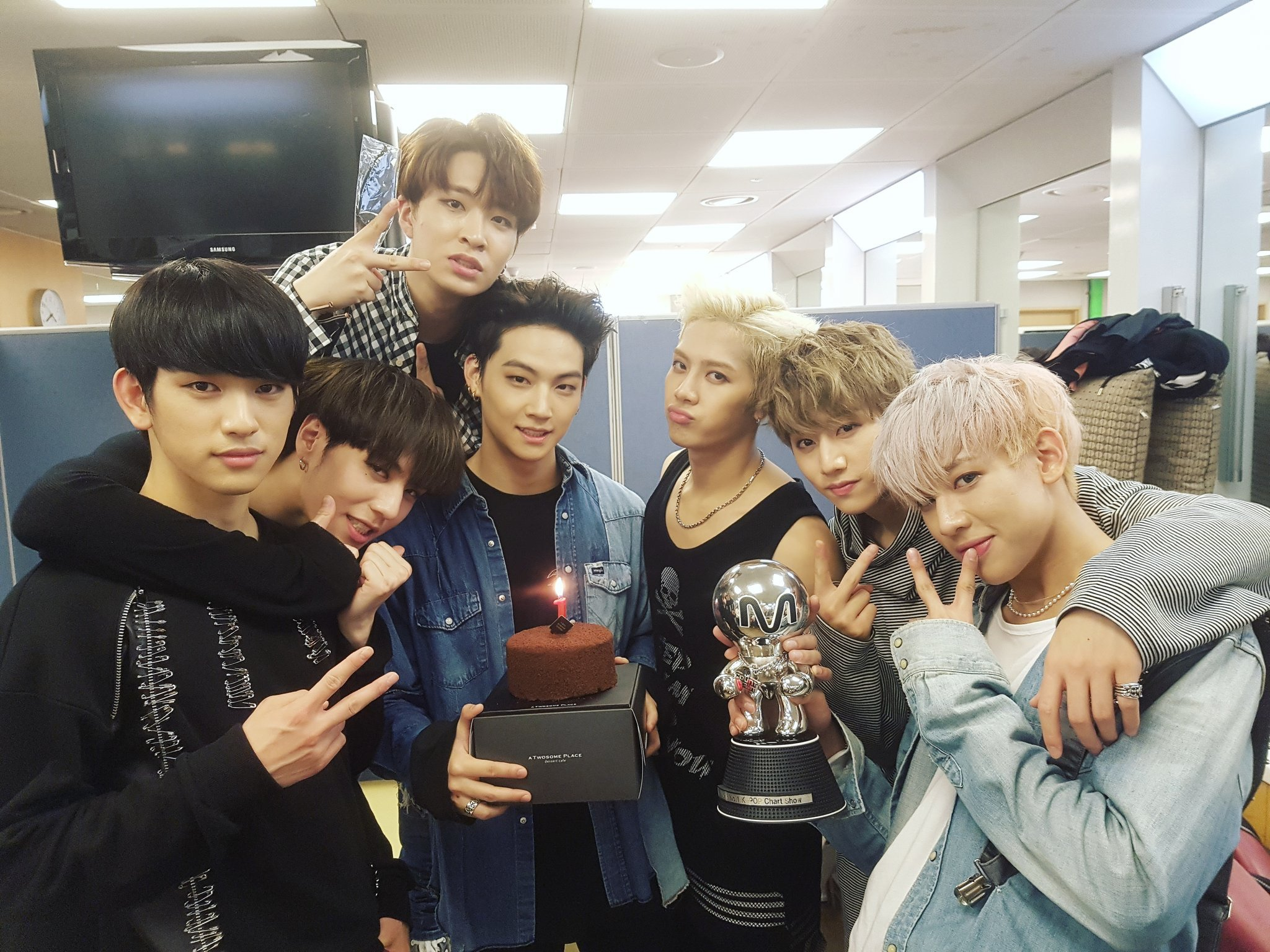 GOT7 1st Win Hard Carry