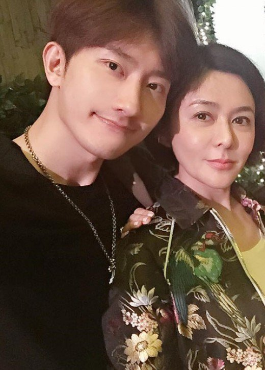 zhoumi-dating-2